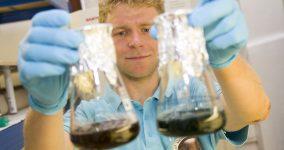 Odpadní vody bez karcinogenů? Brněnský Ústav chemie a biochemie vyvíjí metody, jak toho docílit