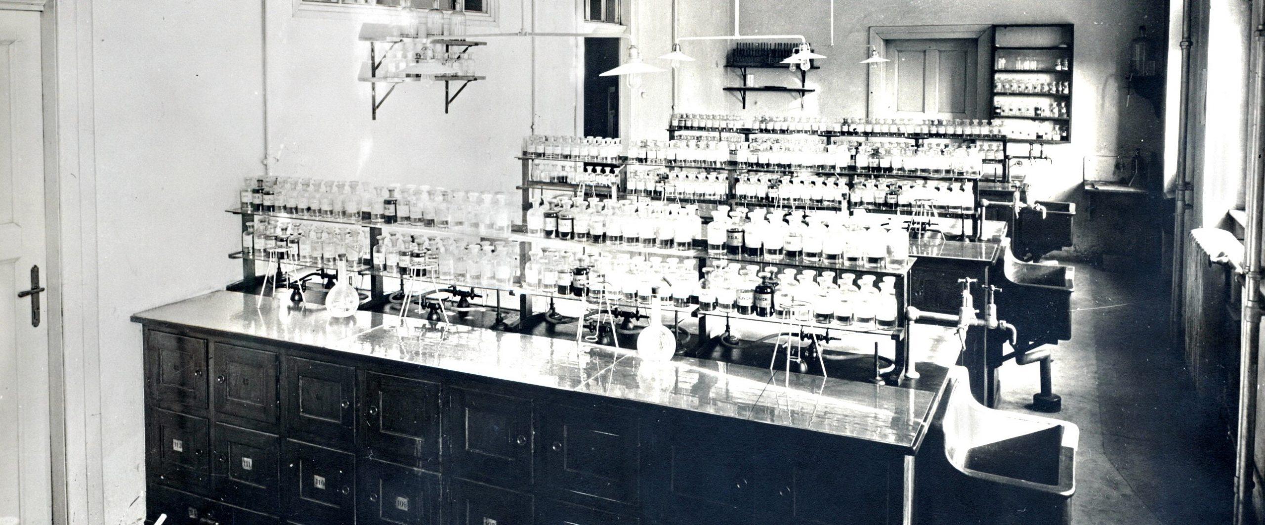 Historie Ústavu chemie a biochemie (1919–2019)